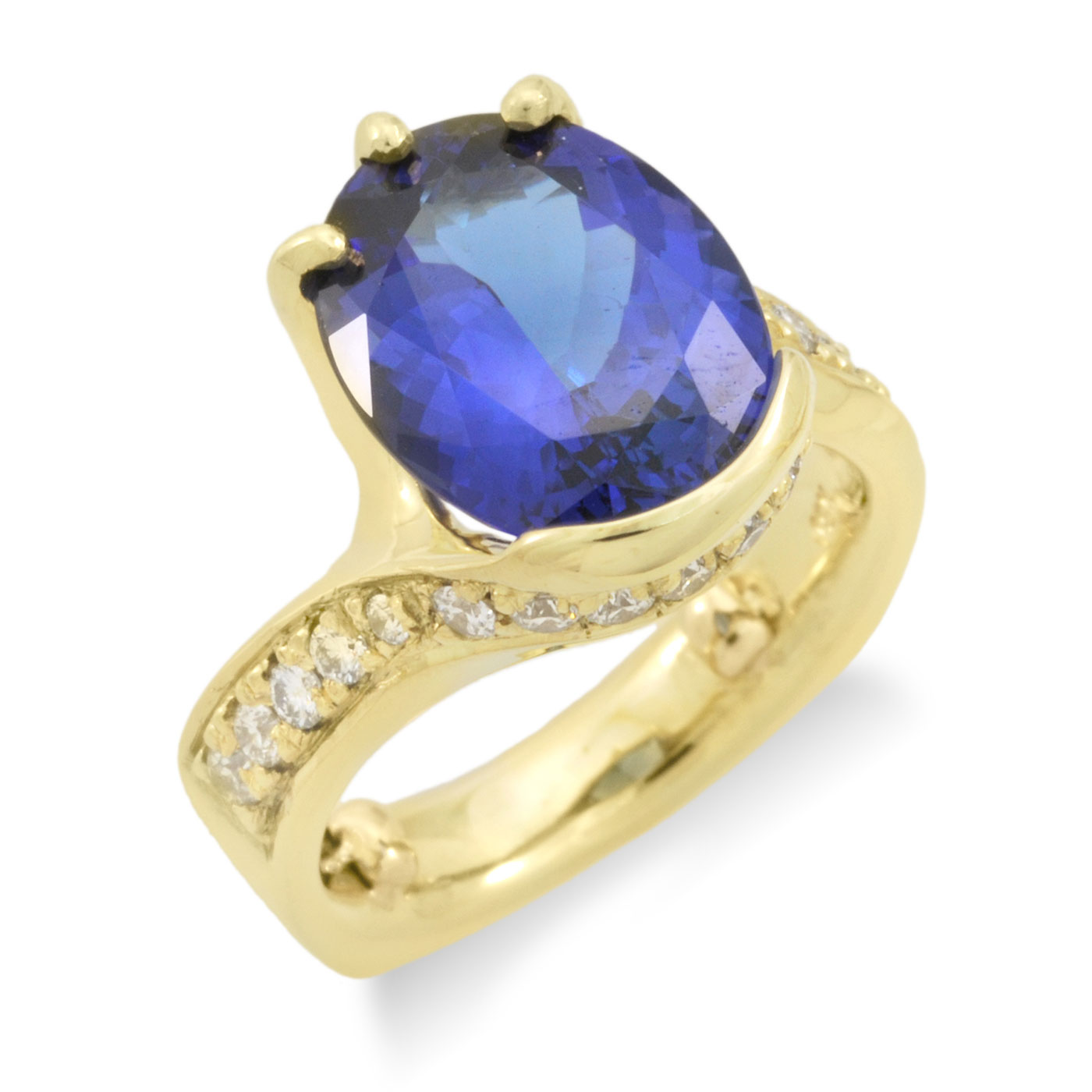 C5119 Oval Tanzanite Ring