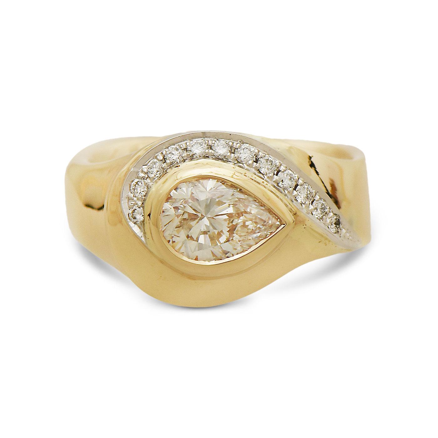 C6824 Side Set Pear Shape Diamond Ring