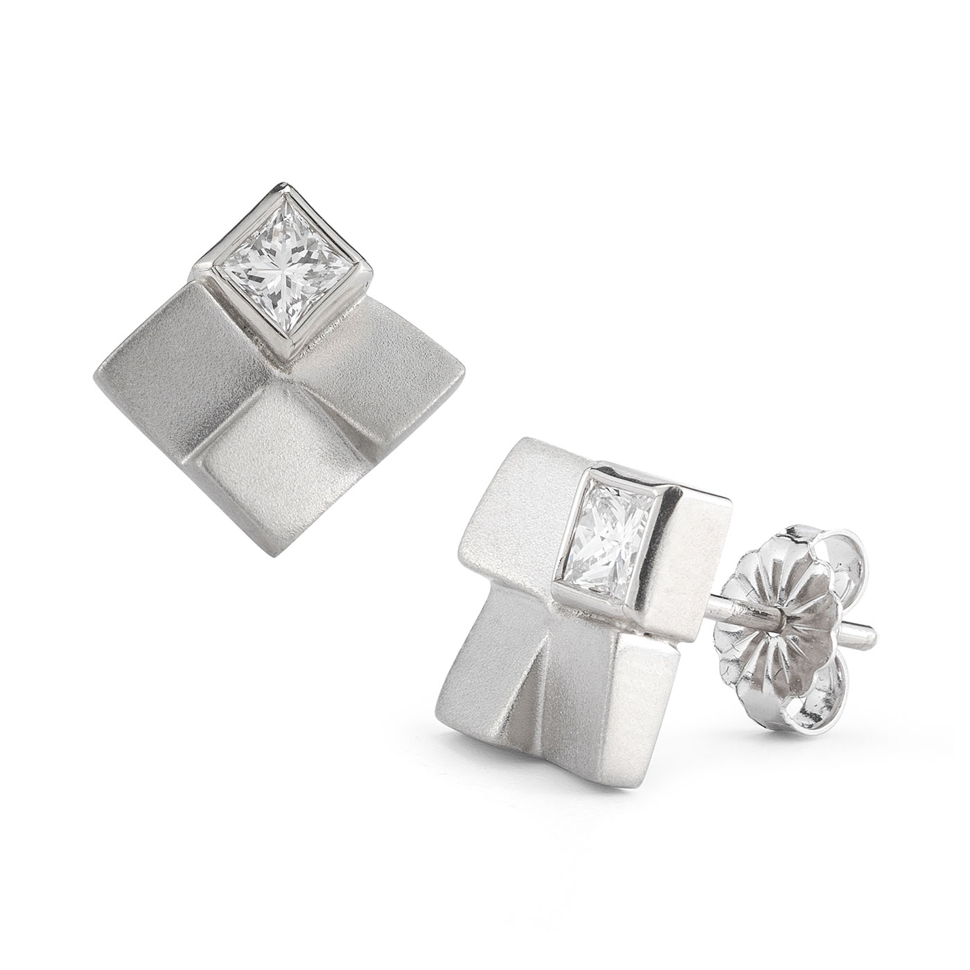 ER0105 Square Set Diamond Studs