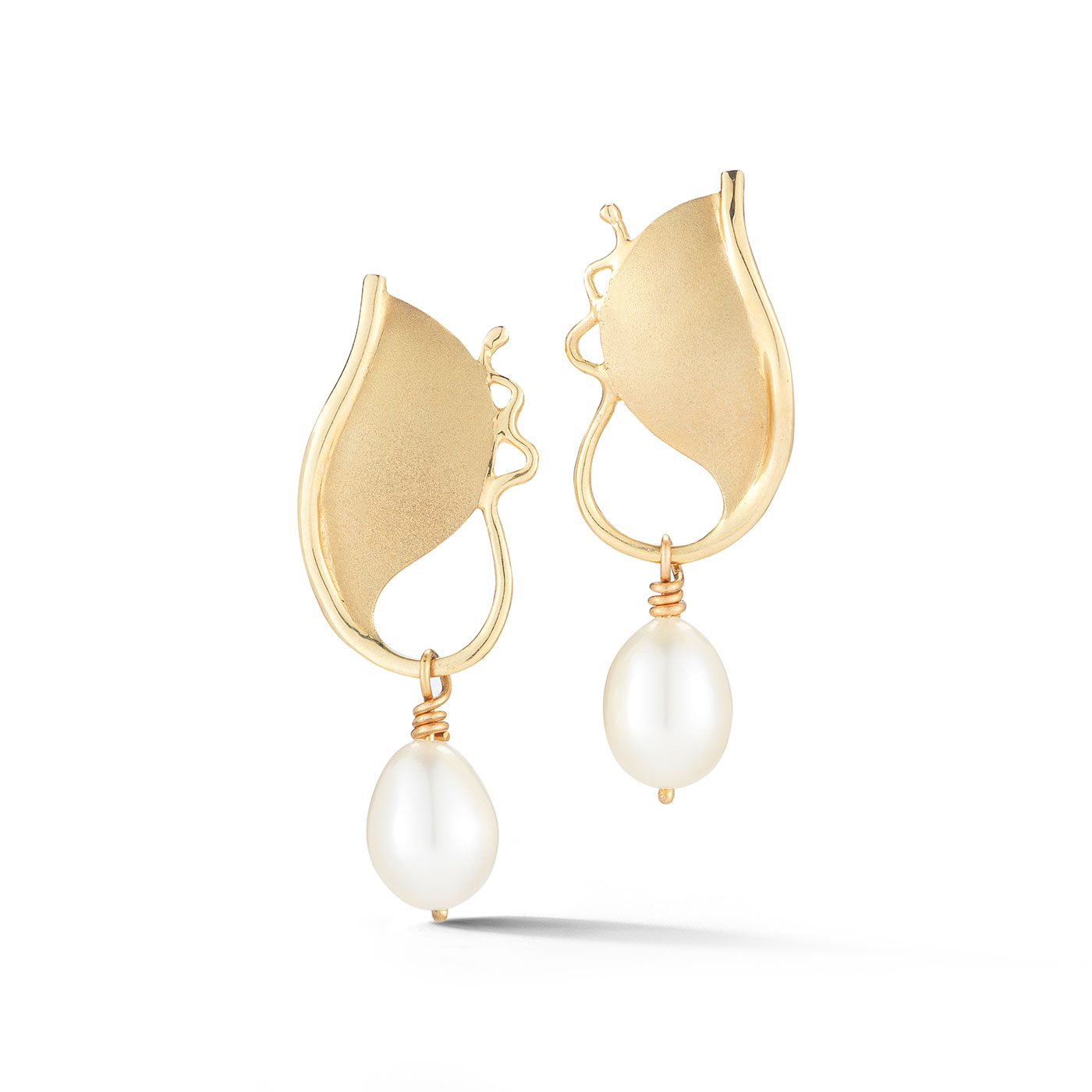ER0114 Pearl Shield Earrings