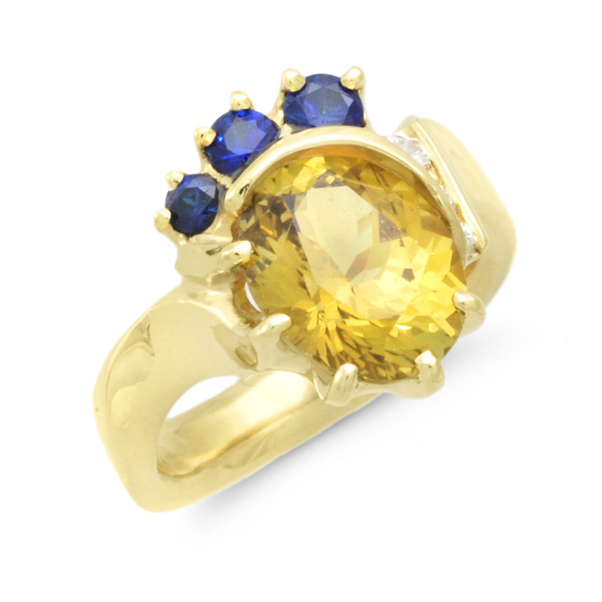 IND0991 Chrysoberyl and Sapphire Ring