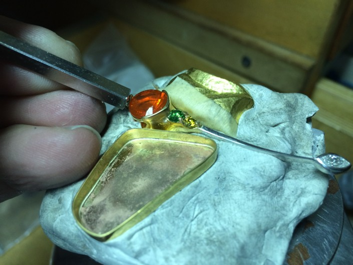 Setting the Fire Opal